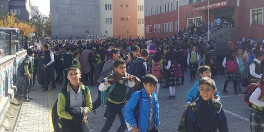 Ağrı'da korkutan deprem! Eğitime 1 gün ara verildi