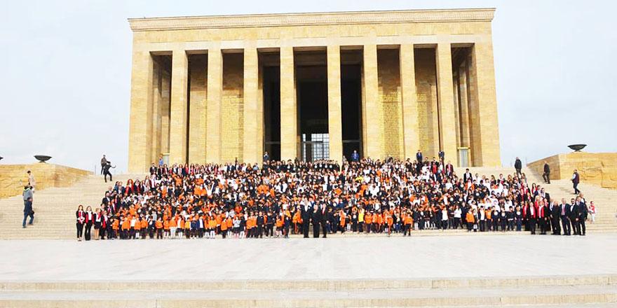Oya Akın Yıldız Okulları Ata'nın huzurunda