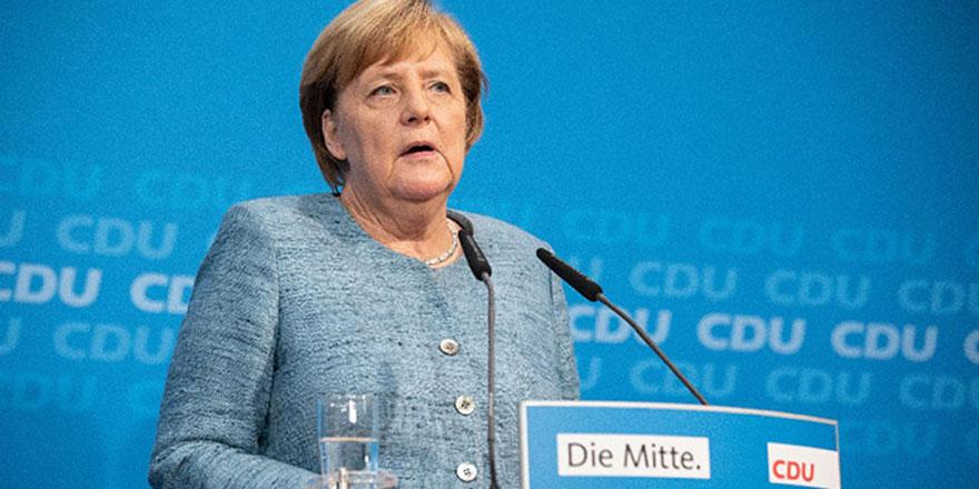 Angela Merkel, parti başkanlığına veda ediyor