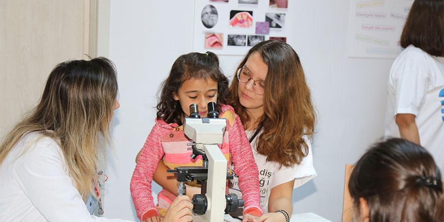 """Gazi Üniversitesi'nde """"Ağız ve Diş Sağlığı Bilim Şenliği"""" yapıldı"""
