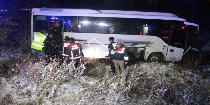 Elazığ'da midibüs şarampole uçtu: 17 yaralı