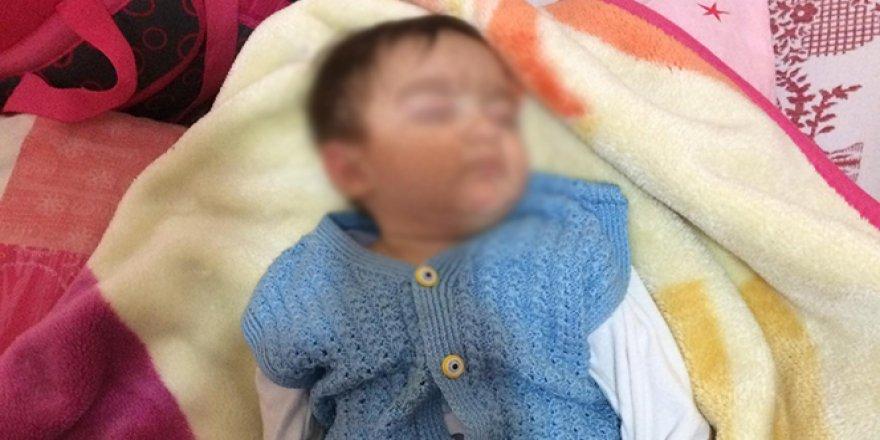 Bu nasıl vicdansızlık! 8 aylık bebeği sokağa attılar