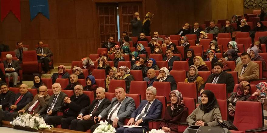 """Kur'an ve Sünnet Perspektifinde Aile"" konferansı"
