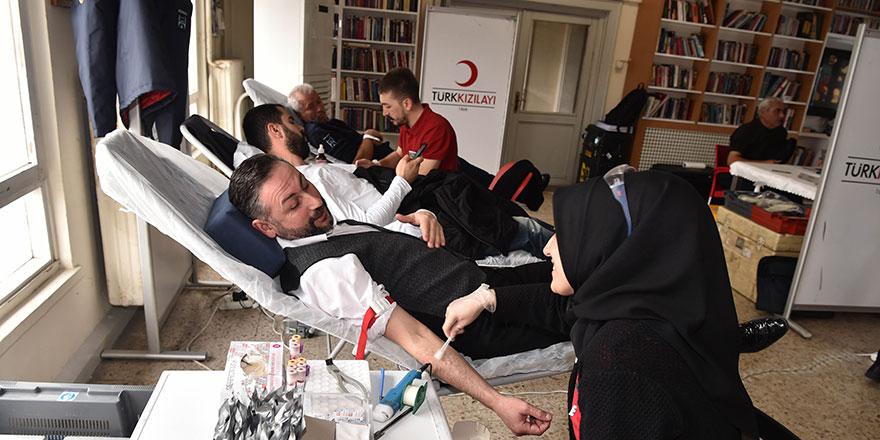 Ankara İtfaiyesi'nden Kızılay'a kan bağışı