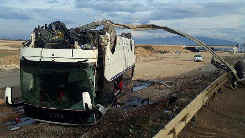 İzmir'de otobüs kazasında 36 kişi yaralandı