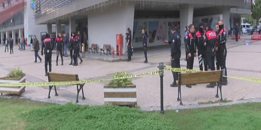Belediye binasında silahlı saldırı! Ölü ve yaralılar var