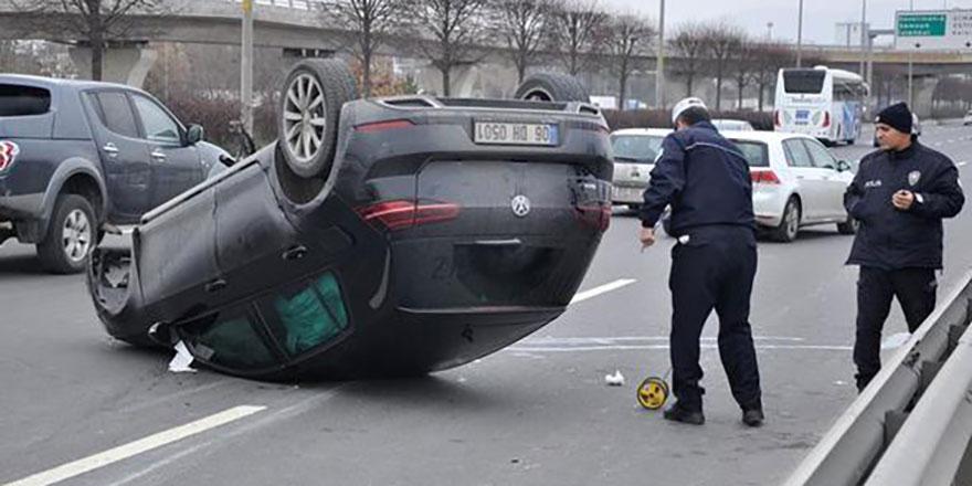 Otomobil takla atıp sürüklendi