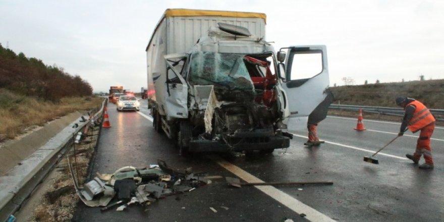 Ankara'da tır ile kamyon çarpıştı