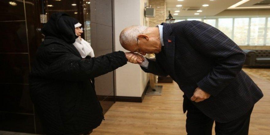 Fethi Yaşar'a 86 yaşındaki Ayşe nineden sürpriz ziyaret