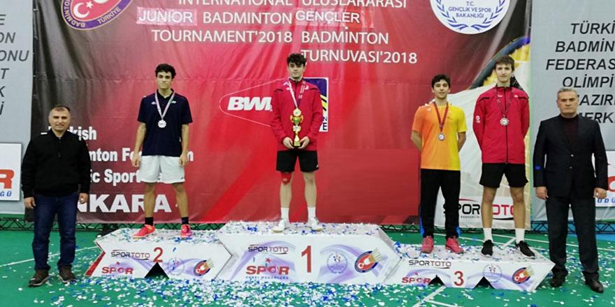 20 madalyanın 14'ü Türk badmintoncuların