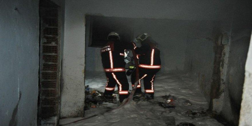 Ankara'da metruk binada çıkan yangın korkuttu