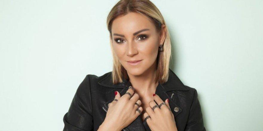 Pınar Altuğ bornozlu paylaşımıyla eleştirildi