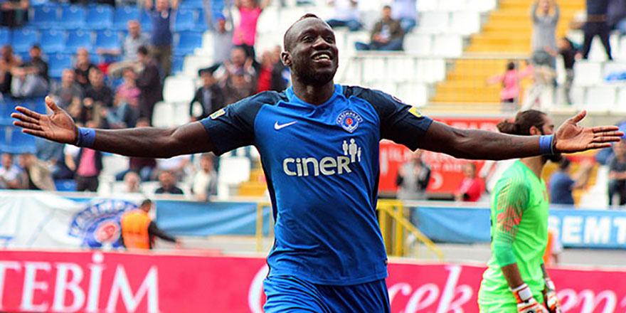 Yıldız golcü Mbaye Diagne' Galatasaray'da