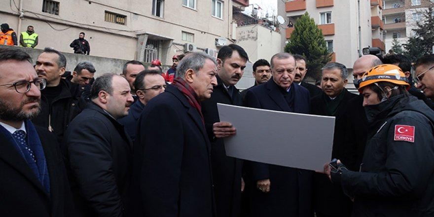 Cumhurbaşkanı Erdoğan enkaz bölgesinde incelemede bulundu