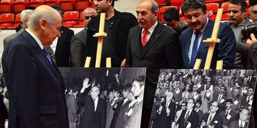 Devlet Bahçeli, MHP'nin 50. yıl sergisini gezdi
