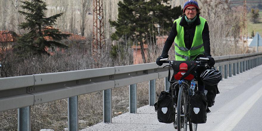 Bisikletiyle Japonya'ya gidiyor