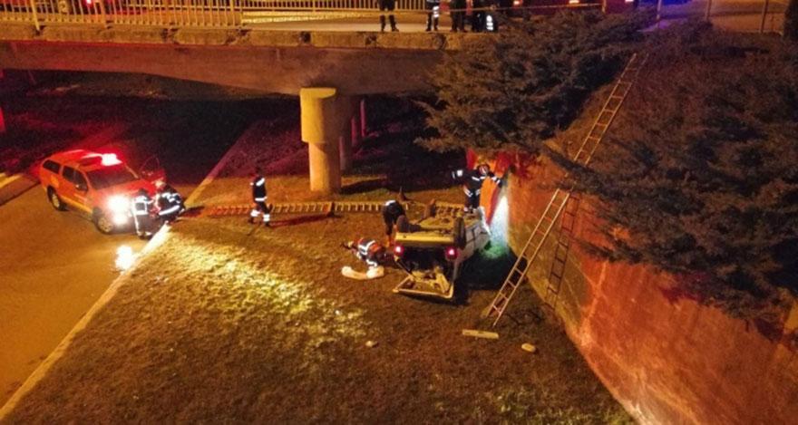 Arkadaşlarını hastaneye yetiştirmek isterken köprüden uçtular: 4 yaralı