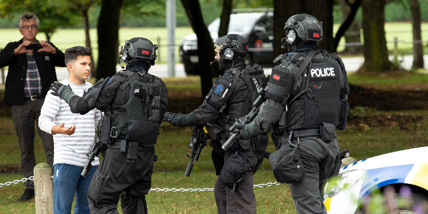Yeni Zelanda'da camilere saldırı: Çok sayıda ölü var