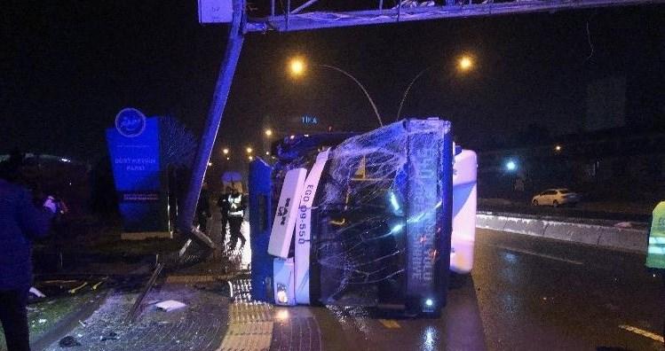 EGO otobüsü devrildi: 1 yaralı