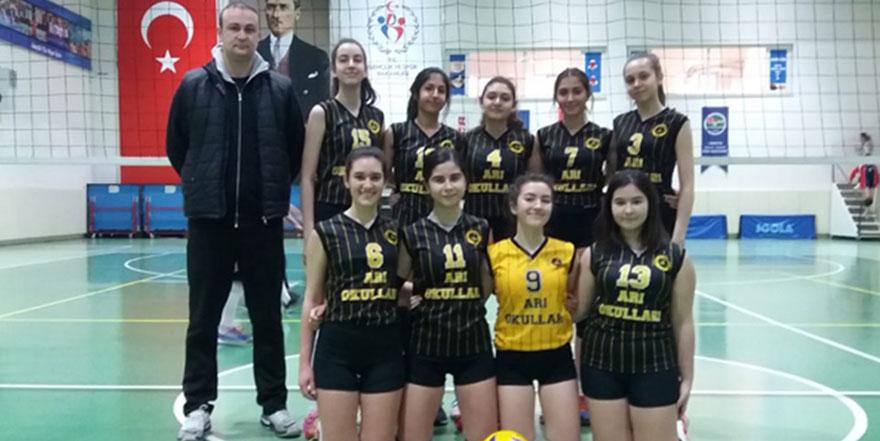 Genç Kız Voleybol Takımı yarı finallere yükseldi