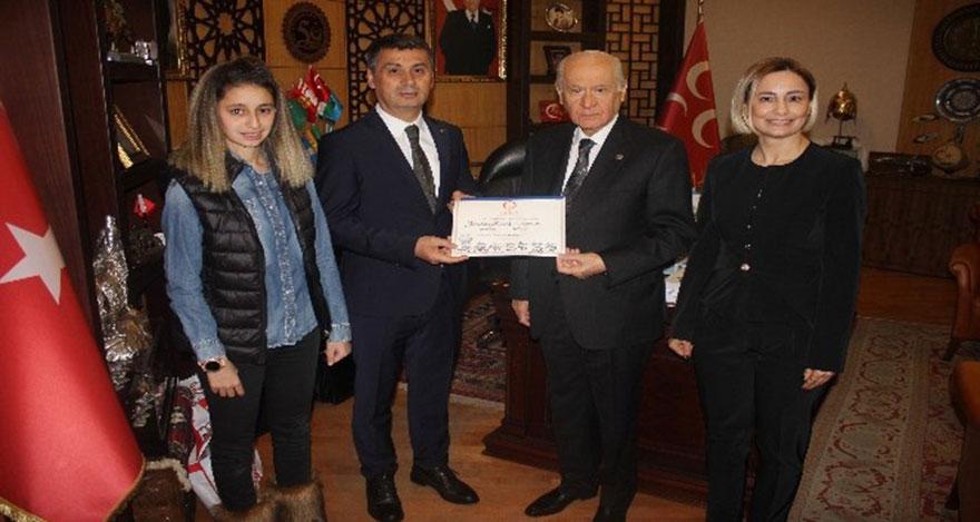 Gölbaşı belediye başkanı Şimşek mazbatasını alıp Bahçeli'yi ziyaret etti