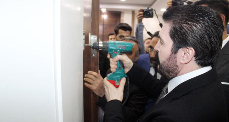 Savcı Sayan makam kapısını söktü