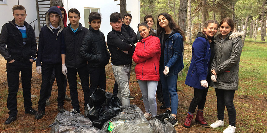 Fatih Mesleki ve Teknik Anadolu Lisesi öğrencilerinden çevre temizliği