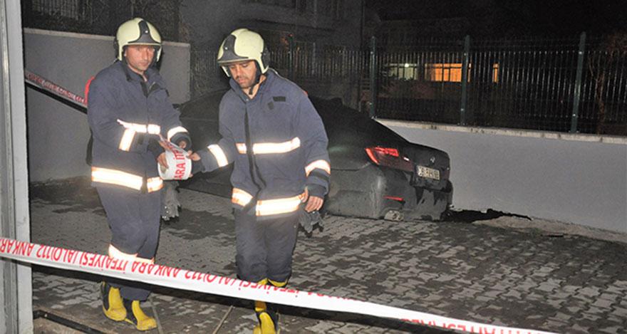 Ankara'da istinat duvarı çöktü: 1 araç askıda kaldı