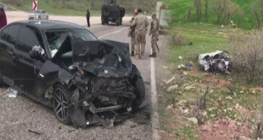 Otomobiller kafa kafaya çarpıştı: 5 ölü