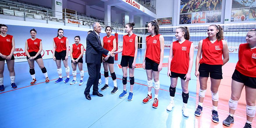 Üstündağ: Türk voleybolunun geleceğisiniz