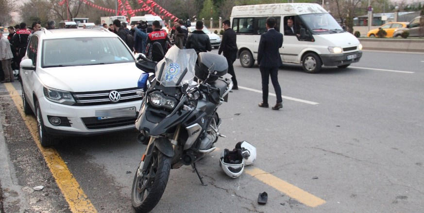 Ankara'da Yunus ekibi kaza yaptı: 1 polis yaralı