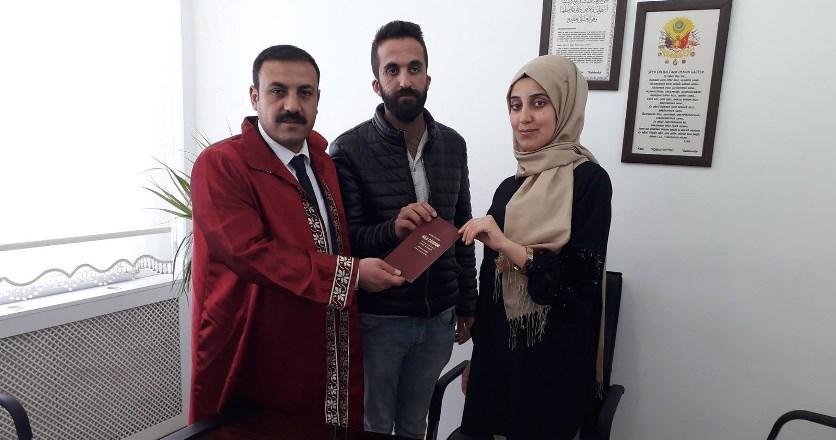 Çiçekdağı Belediye Başkanı Hakanoğlu, ilk resmi nikahını kıydı