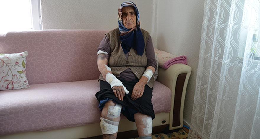 Yaşlı kadını ölümden komşuları kurtardı