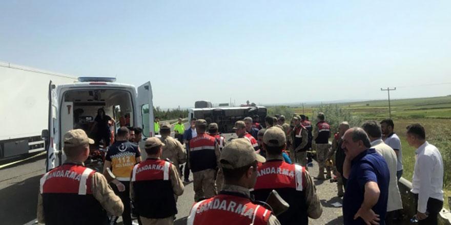 İşçileri taşıyan otobüs devrildi: 5 ölü, 14 yaralı