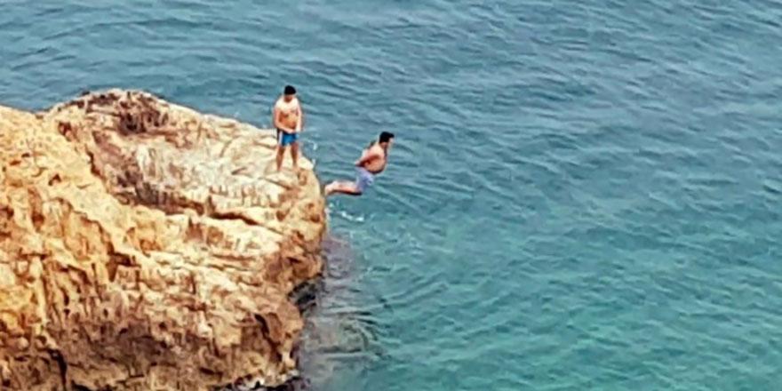 Denizde kelepçeli ölüm oyunu