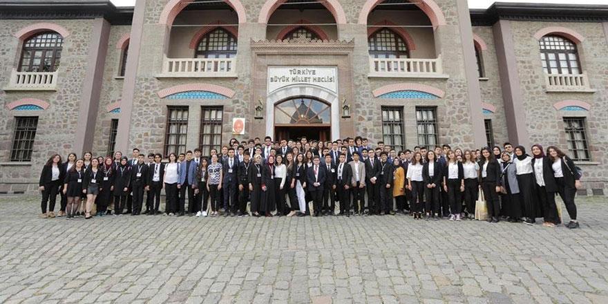 100 liseli genç 1. Meclis'te buluştu