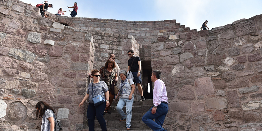 Ankara Kalesi'ne turist akını