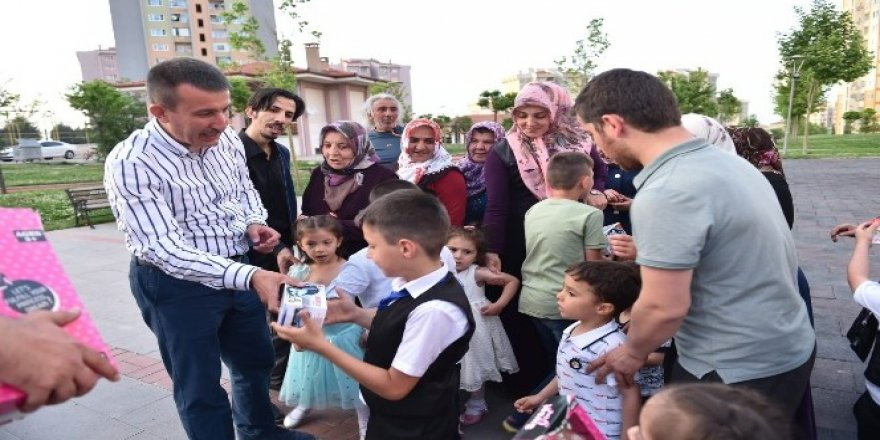 Başkan Balcı'dan çocuklara bayram hediyesi