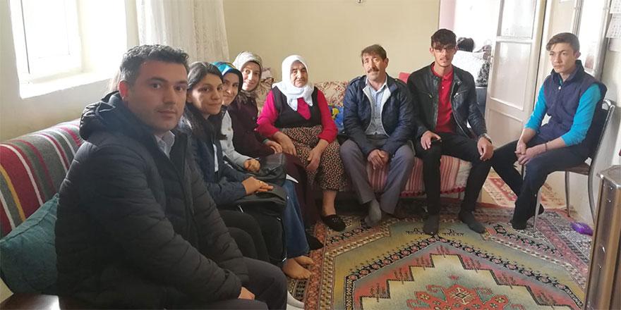 Öğrenciler ailelerle buluşuyor