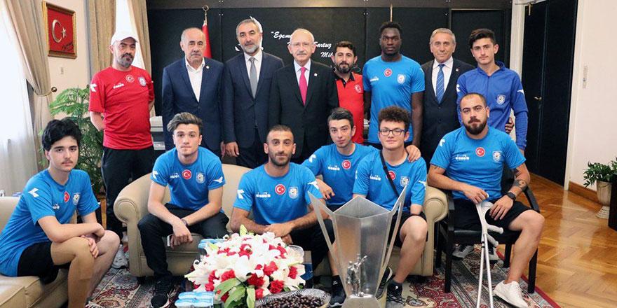 Şampiyon Ortotek Gaziler Kılıçdaroğlu'nun konuğu
