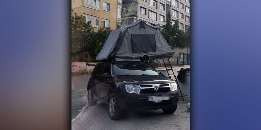 Arabasına kamp kurdu!