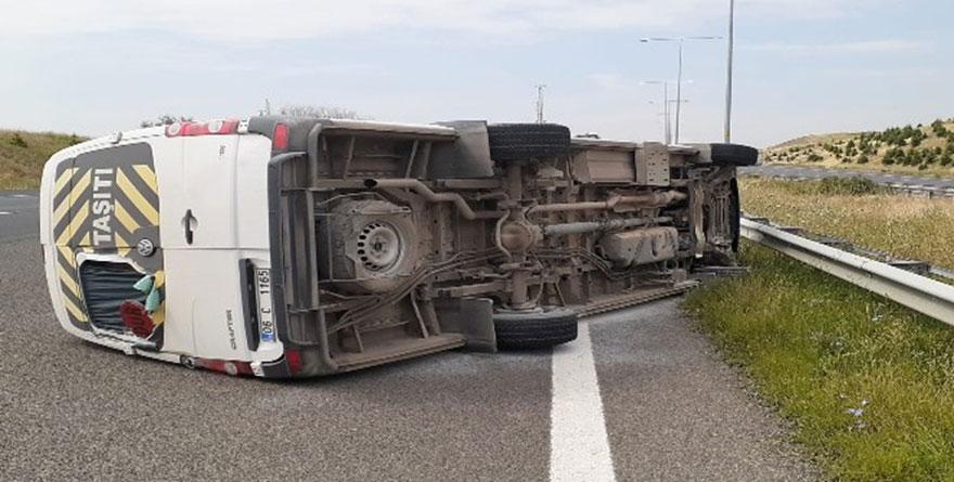 Ankara'da feci kaza! Servis aracı devrildi