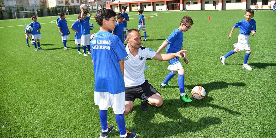 Futbol okuluna kayıtlar devam ediyor