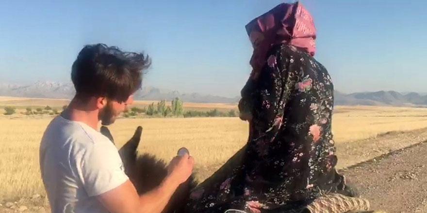 Eşek üzerinde evlilik teklifi