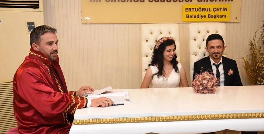 Başkan Ertuğrul Çetin ilk nikahını kıydı