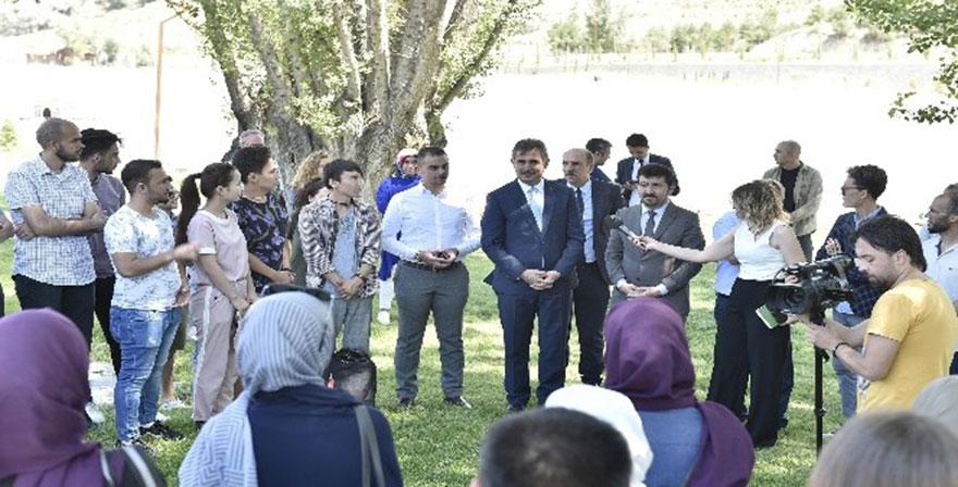 Üreğil'deki ilk millet bahçesi yabancı öğrencileri ağırladı
