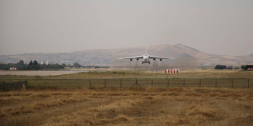 Altıncı uçak Mürted Hava Üssü'ne indi