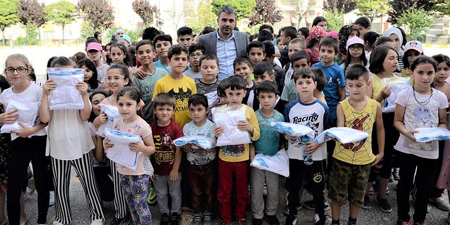 Başkan Çetin'den çocuklara sürpriz