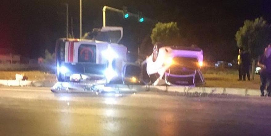 Otomobil ambulans ile çarpıştı, 7 kişi yaralandı