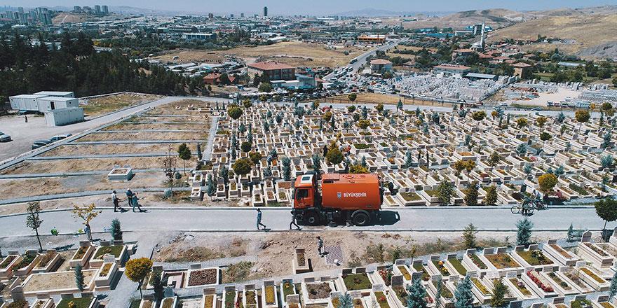 Bayramda Başkent mezarlıkları ziyarete hazır